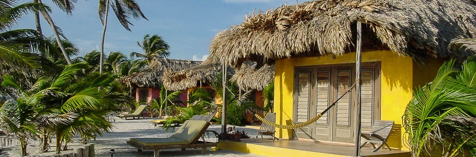 Gelber Bungalow von Mata Chica Hotel & SPA in Belize